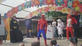 Человек Паук и Бетмен танцуют  смешное видео.  Spiderman and Batman dance. Funny videos.