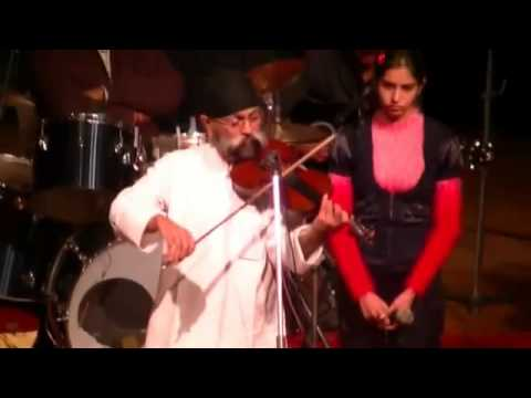uttam singh playing violin on the tune ye dil dewana hai at tagore theatre chandigarh