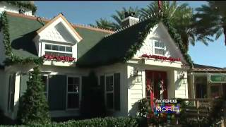 Fox 5 Very Merry Holiday Show 2015- Santa's House