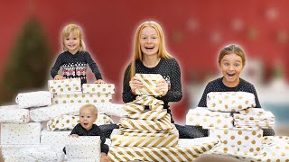 CHRISTMAS MORNING OPENING PRESENTS! *Family Fizz Special 2020*