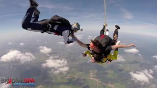 Saut en parachute tandem à Spa, Sara - juin 2016(Skydive Spa)