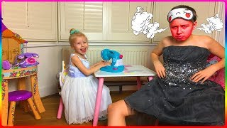 Алиса шьет новые наряды Cute Alice Pretend Play With Kids Toys Sewing Machine And Funny Dress Up