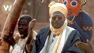 Für sein Volk erfindet dieser Sultan eine Religion und eine Schrift