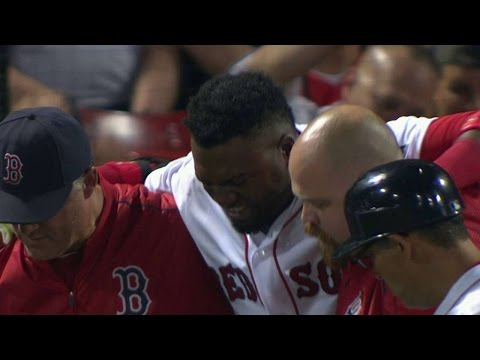 NYY@BOS: Ortiz fouls ball off leg, leaves game in 9th