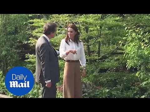 Duchess of Cambridge arrives at Chelsea Flower Show in culottes