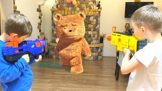 NerfWar Teddy bear pissed off at children Нерф Игра Мишка разозлился на детей