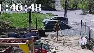 Маршрутка врезалась в Lexus во Владивостоке