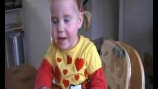 """Lieke (2 jaar) zingt: """"Rosanne"""" van Nick en Simon"""