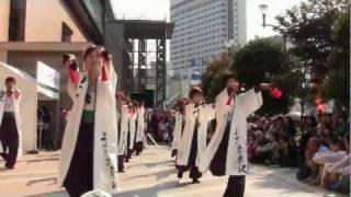JR仙台駅西口ペデストリアンデッキで行われたライブのもようです。