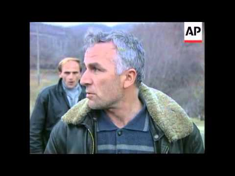 MACEDONIA/KOSOVO BORDER: REFUGEES FLEE VIOLENCE