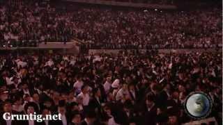 93,000 Jews Dancing at Siyum Hashas