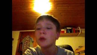 Sådan ser det ud når Niko synger