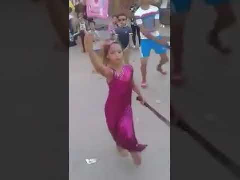 طفلة فى مصر ترقص بالسنجة فى فرح شعبى. thumbnail