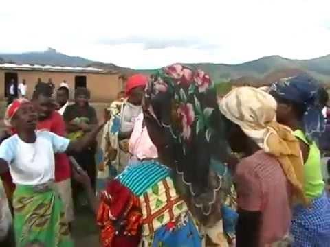 Muxinge Village at Kwanza Sul, Angola / Vivalda Dula