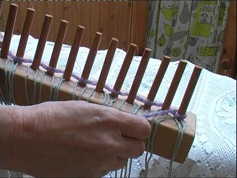 SETTING UP A WOODEN PEG LOOM