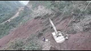 Video shows people running from Bolivia mudslide