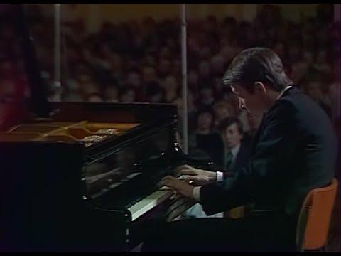 Mikhail Pletnev plays Liszt Hungarian Rhapsody no. 12 - video 1987
