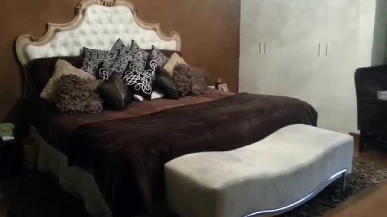 Dormitorio moderno y elegante colores marr n crema y for Cuarto negro con blanco