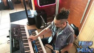 Tocando estilo mariachi con teclados - Emisión en directo de Pablo y sus T-kla-2