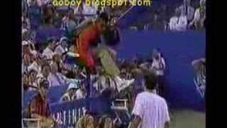Pete Sampras goes nuts against the chair umpire