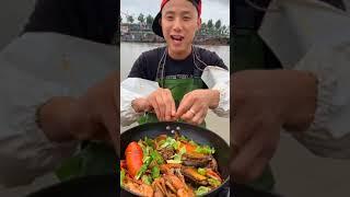 Chinese fisherman eating seafo…