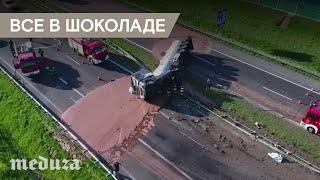 На шоссе в Польше перевернулся грузовик с шоколадом