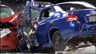 Toyota Camry vs Toyota Yaris - Crash test compatibilità IIHS, Sicurauto.it