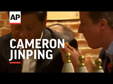 Chinese and British leaders eat fish and chips