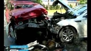 В Северодвинске произошла серьёзная авария с участием трёх автомобилей(Не убедившись в безопасности манёвра, Рено