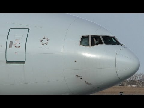 Waving Pilot! Air Canada 777-333ER [C-FIVS] Close Up Taxi and Takeoff from Calgary Airport ᴴᴰ
