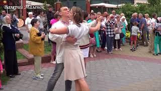 ТАНЦУЕМ ВАЛЬС! танцы на улице Бреста! Brest! Music! Dance!