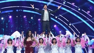 Video Watch SRK 'Jabra' entry at fbb Femina Miss India 2016 download MP3, 3GP, MP4, WEBM, AVI, FLV Oktober 2017