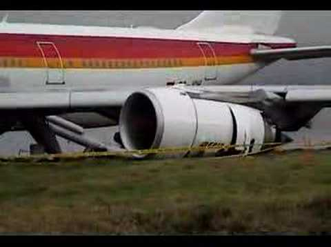 IBERIA emergency landing at Quito Airport - YouTube