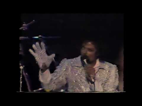 michael-jackson---wanna-be-startin-somethin-(live-victory-tour)
