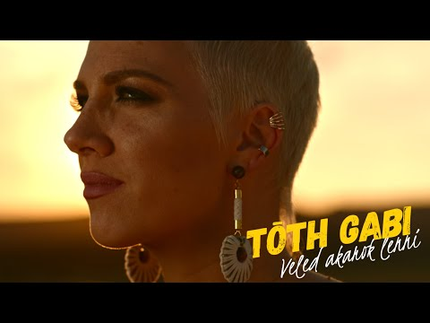Смотреть клип Tóth Gabi - Veled Akarok Lenni