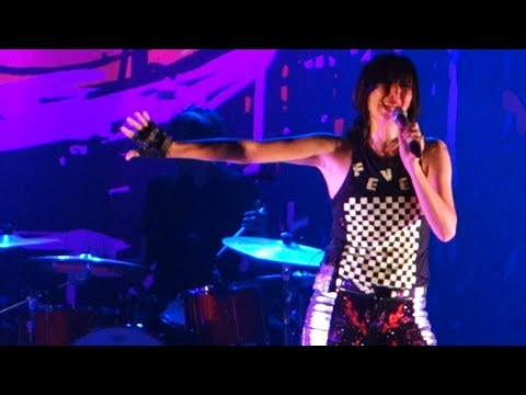 Yeah Yeah Yeahs  Heads Will Roll –  in Oakland