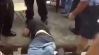 хулиган ударил полицейского по лицу