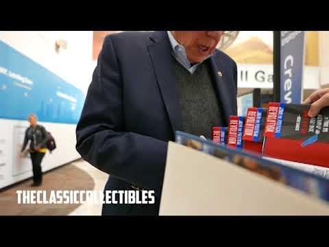 Bernie Sanders signing autographs in Ohio on 12/2/17