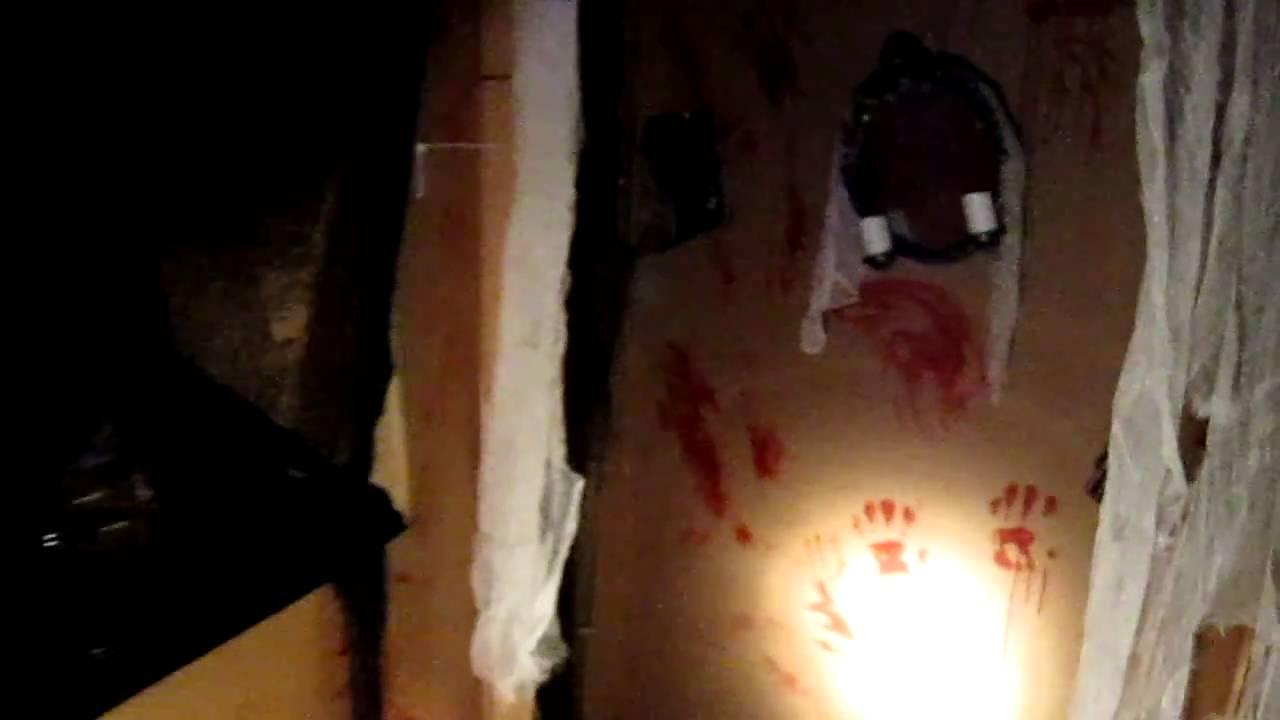 Cardboard box halloween maze youtube for How to make a cardboard haunted house