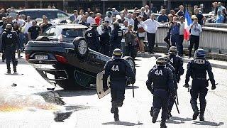 Uber : le gouvernement français cède à la pression et la violence des taxis