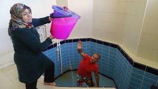 KOCAMAN Kova Dolusu Sulu SLİME'I Havuzun İçinde Kerem Kafasına ÇAKTIK SLİME PRANK
