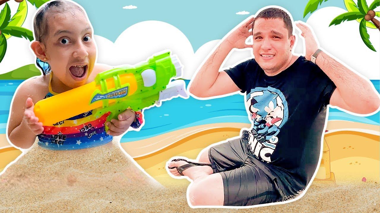 MC Divertida em Histórias Engraçadas de Crianças na Piscina e na Praia - Família MC Divertida