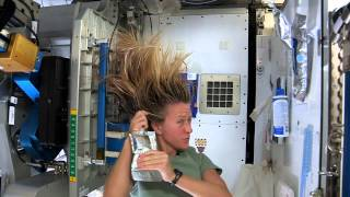 Karen Nyberg Shows How You Wash Hair in Space(There are many challenges associated with living on the International Space Station. Things that are easy to do on Earth where there is gravity can be difficult in ..., 2013-07-12T14:58:51.000Z)