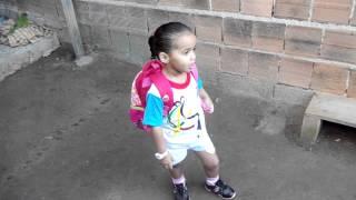 Thaina indo a escola pela 1º vez