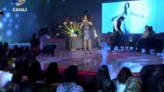Ebru Yasar Duet Ismail.Yk Seviyorum Seni-Beyaz Sho