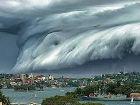 "A Terrifying Looking ""CLOUD TSUNAMI"" moves over the ocean towards SYDNEY'S Bondi Beach"