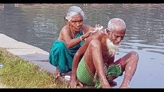 বৃদ্ধ দম্পতির 'অকৃত্রিম ভালোবাসা'