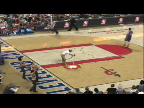 Nba 2k9 Lebron James Tries To Clear Sweeper Guy For Layup