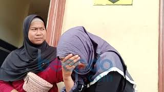 Datangi Polres Pelabuhan Tanjung Priok, Istri Aris Idol Menangis MP3