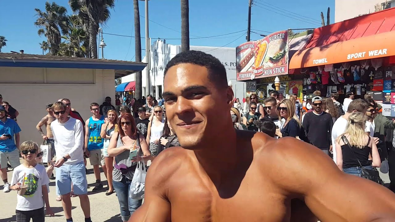 Muscles and freaks: the legendary Venice Beach in the lens of Claudio Edinger 99